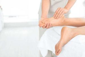 Mother-to-be massage - prenatal foot massage